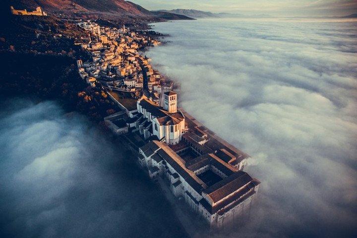 Thánh đường Assisi ở Umbria, Italia - Ảnh chụp từ flycam
