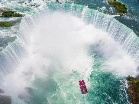 thác Móng Ngựa nằm giữa Mỹ và Canada
