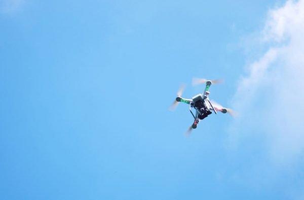 thời tiết ảnh hưởng đến khả năng selfie của flycam